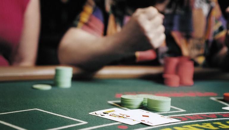 Des Douzaines de Tables de Dealers en Direct Vous Attendent chez Royal Vegas Casino